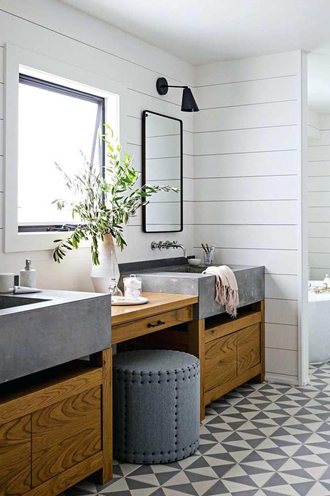 Janela basculante para banheiro feita sob medida e instalada na parede da pia