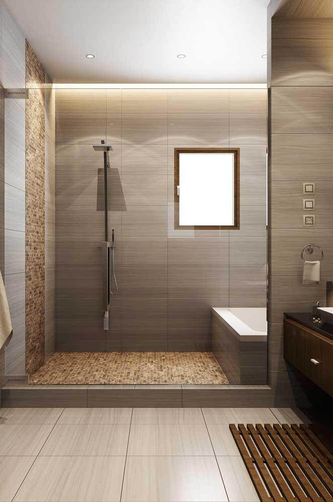 Janela para banheiro de madeira com abertura basculante. Repare que aqui foi usado um modelo de medida padrão, facilmente encontrada em lojas de construção