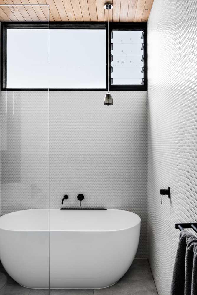 Quanto mais alta a janela for instalada, mais privacidade você tem no banheiro
