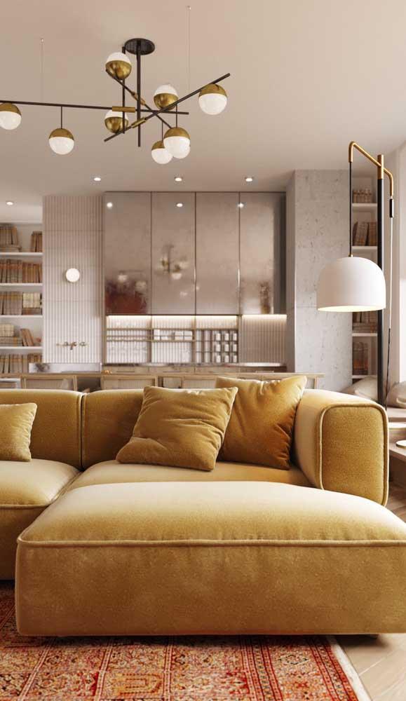 Dupla imbatível na sala: luminária pendente no teto e luminária de chão