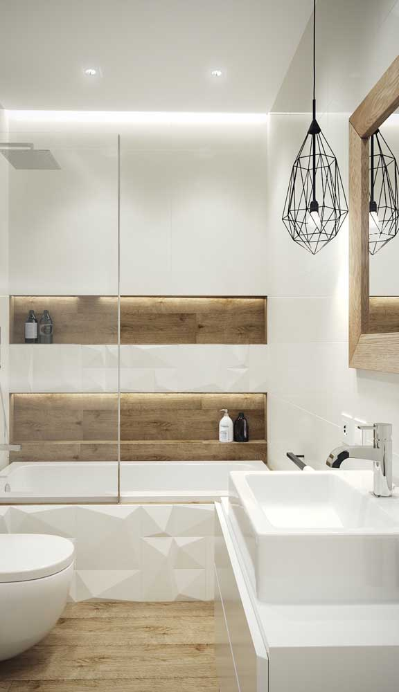 Luminária pendente aramada para dar aquele toque moderno ao banheiro