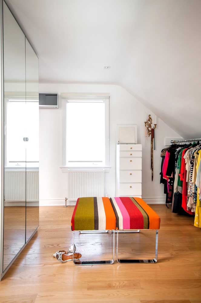 Invista em um modelo planejado para ter um guarda-roupa com espelho que se encaixe perfeitamente no seu quarto