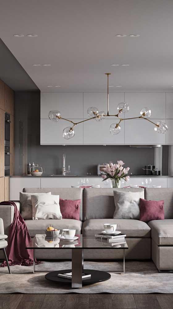 Marsala e cinza para uma sala de estar moderna