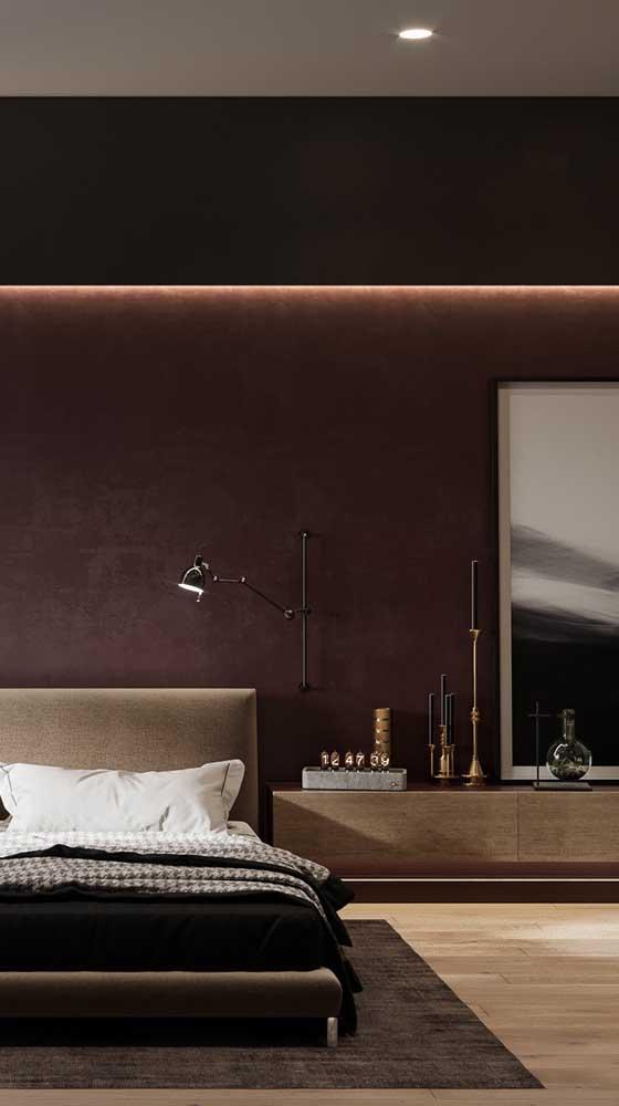 Luxo e sofisticação nesse quarto de parede marsala