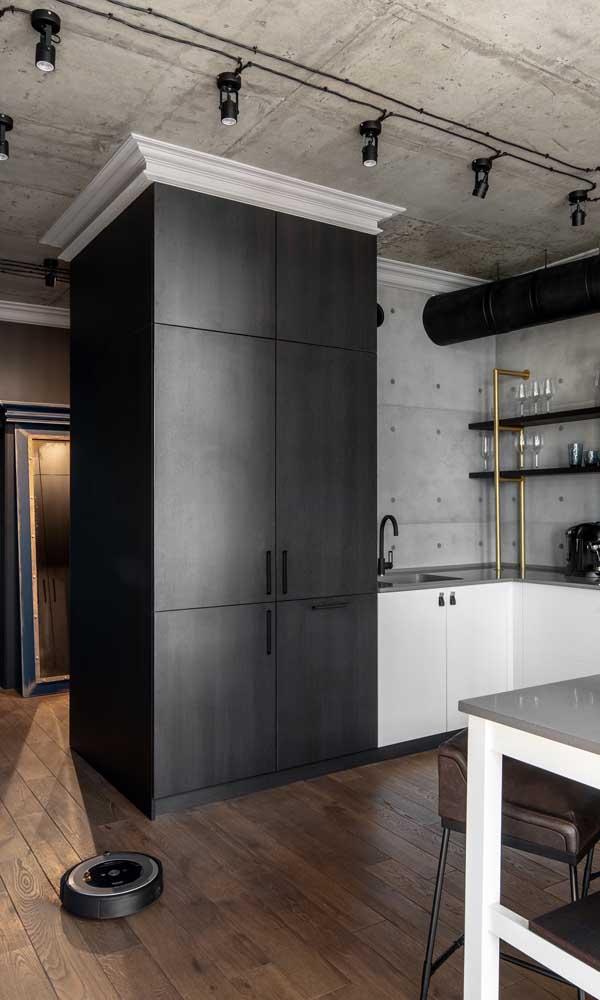 A cozinha moderna em estilo industrial se diferenciou pelo uso da sanca de isopor clássica