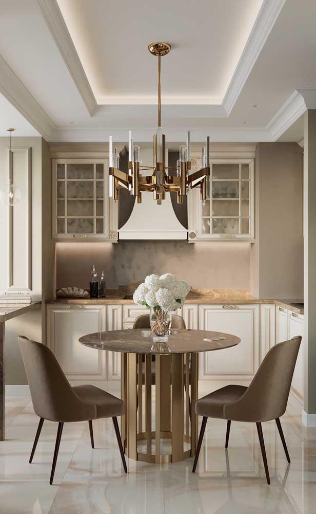 Valorize o teto da sua casa com uma sanca de isopor e finalize com uma bela luminária