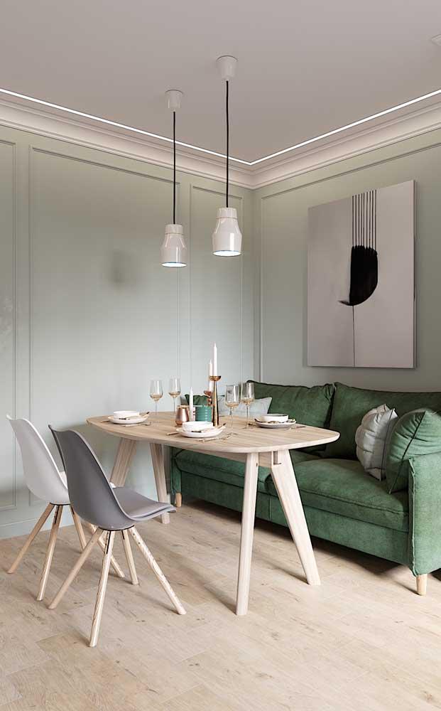 Que tal essa combinação suave entre o verde menta da parede e a sanca de isopor branca?