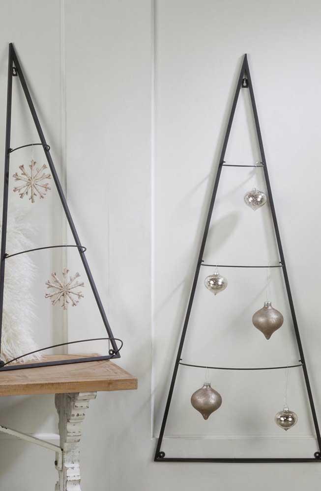 Triângulos pretos decorados com bolinhas: só isso!