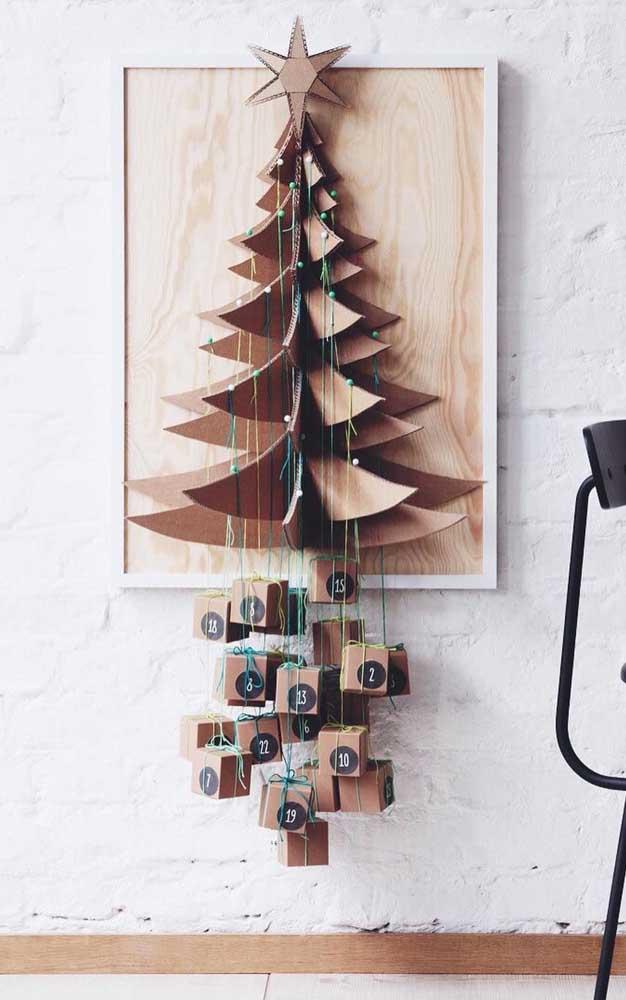 Árvore de natal de parede em 3D feita com papelão