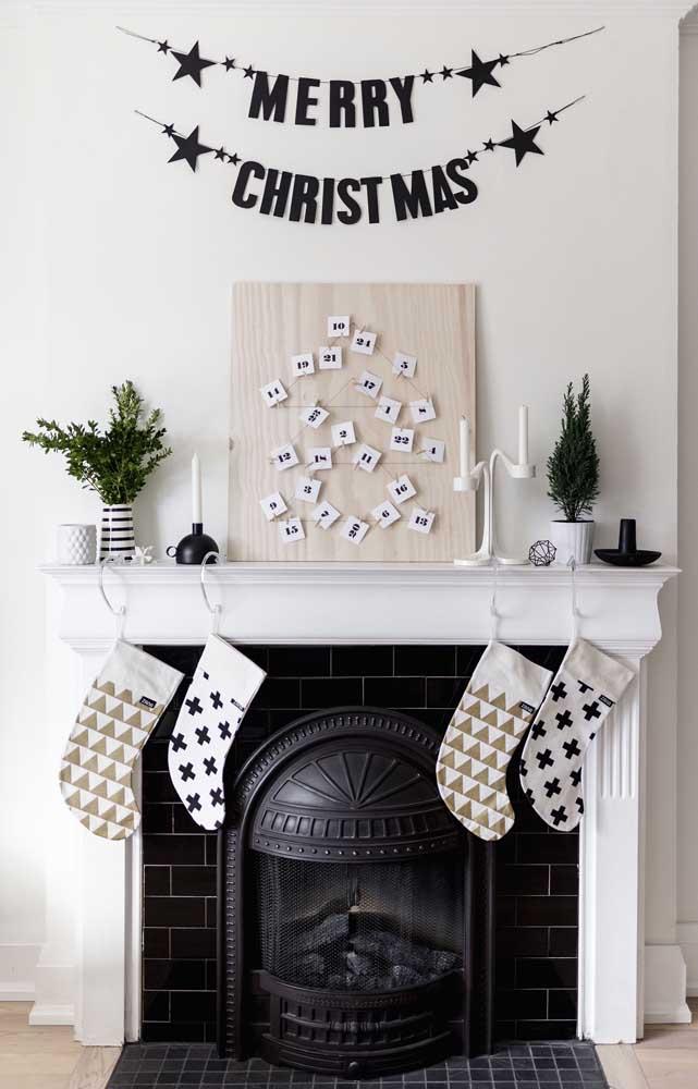 O calendário de dezembro forma essa diferente árvore de natal