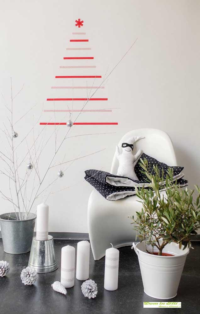 Árvore de natal de parede feita com washi tape