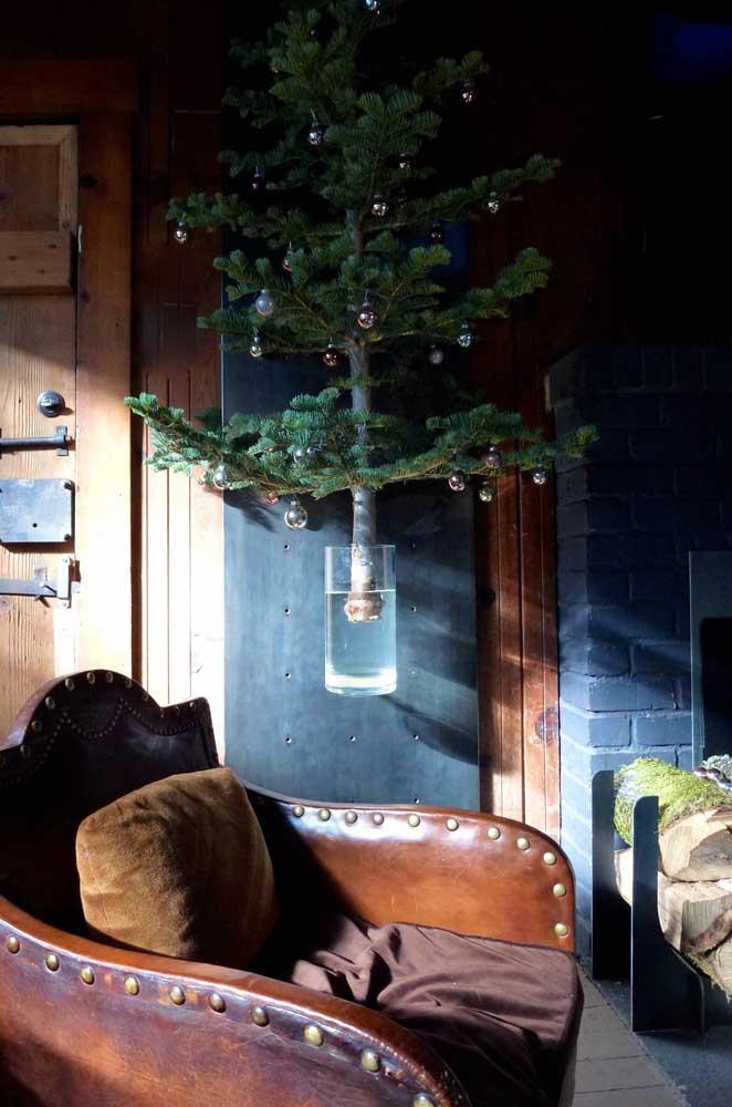 A ideia aqui é montar, literalmente, uma árvore na parede