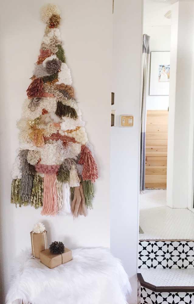 Bem quentinha essa árvore de natal feita com lã