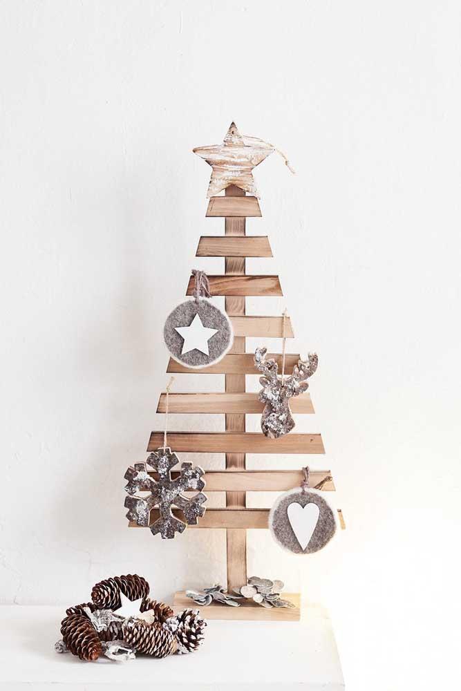 Um lindo modelo de árvore de natal de madeira para se inspirar