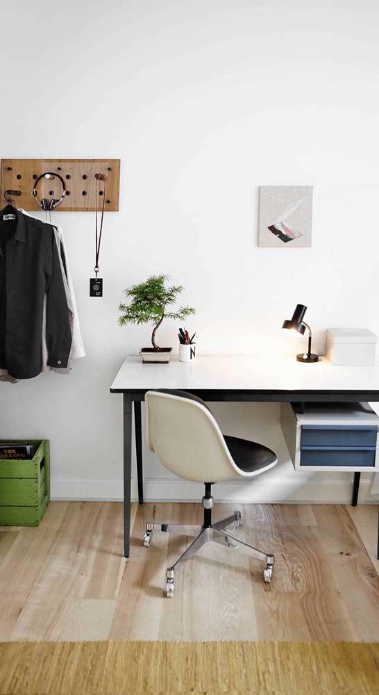 Modelo simples, mas que atende muito bem as necessidades de ergonomia, conforto e estética