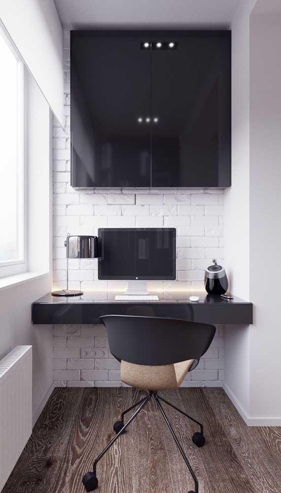 Cadeira giratória preta simples, mas com um design que encanta!