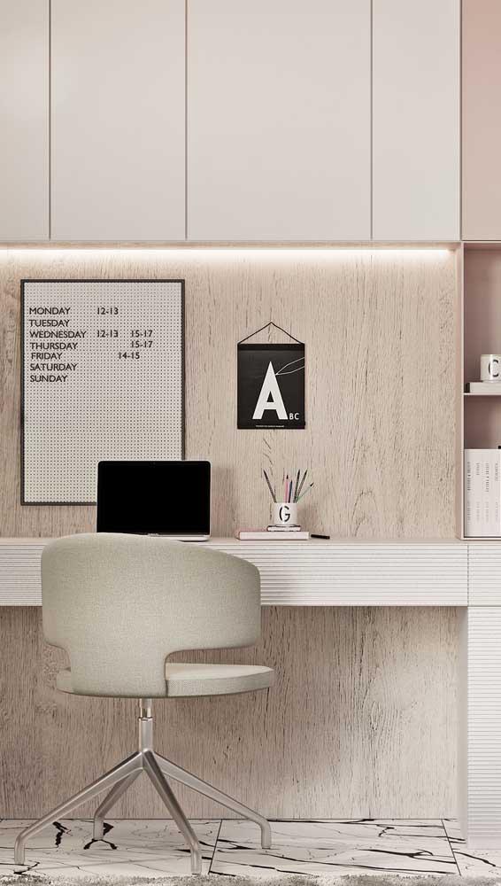Cadeira giratória em estilo poltrona para o home office: conforto e beleza garantidos