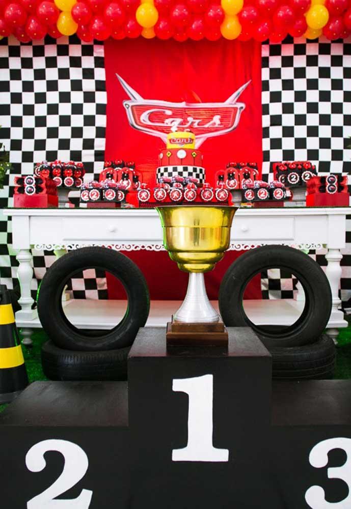 Uau! Olha que ideia incrível para ser o cenário da festa carros disney.
