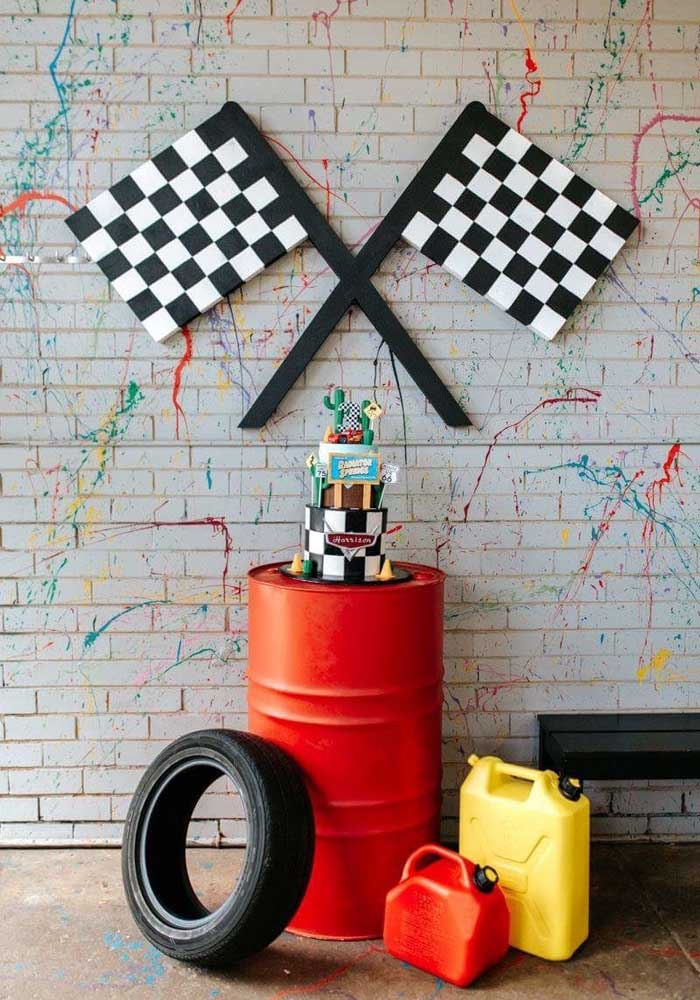 Saiba que é possível fazer uma festa carros simples, mas com muita criatividade.