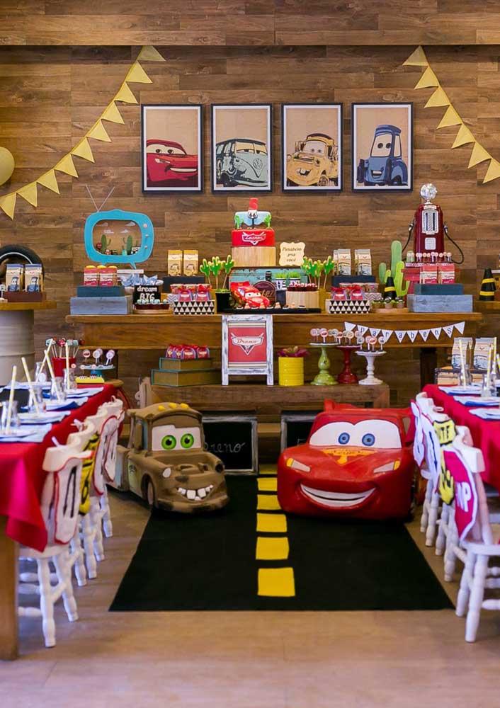 Festa linda inspirada no filme carros.