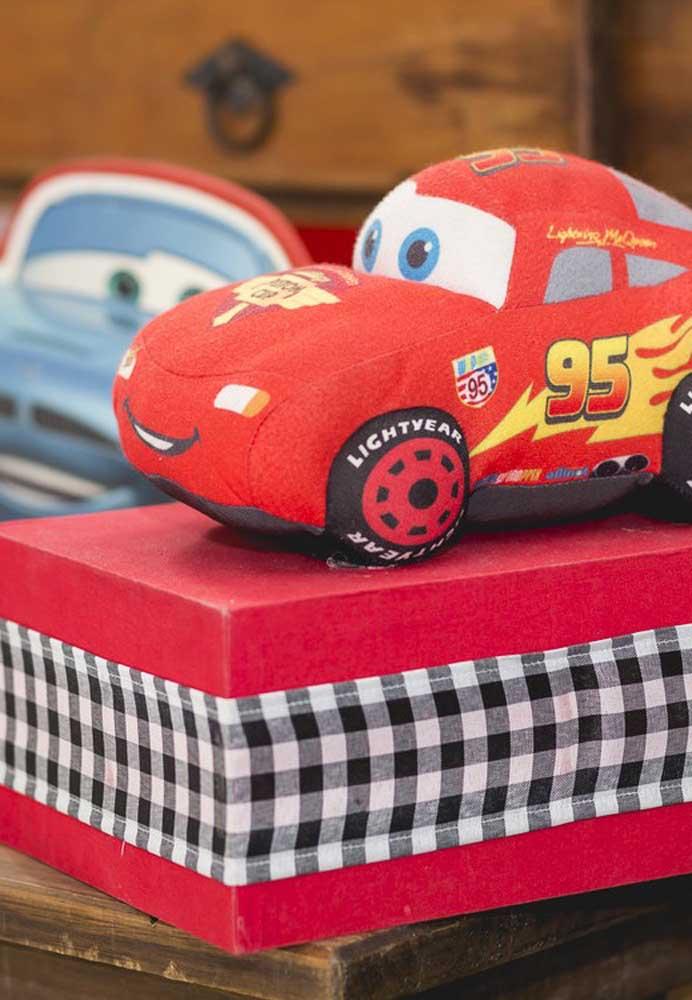 Algumas peças da festa carros você mesmo pode fazer.