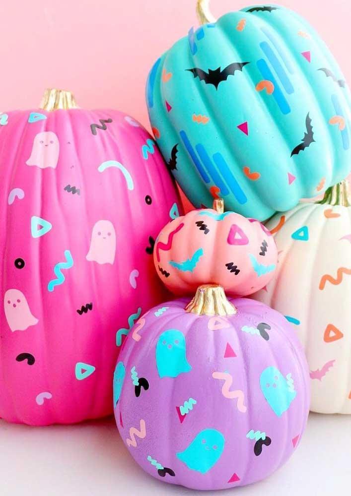 Abóboras coloridas e pintadas com morceguinhos: quem tem medo de um Halloween assim?