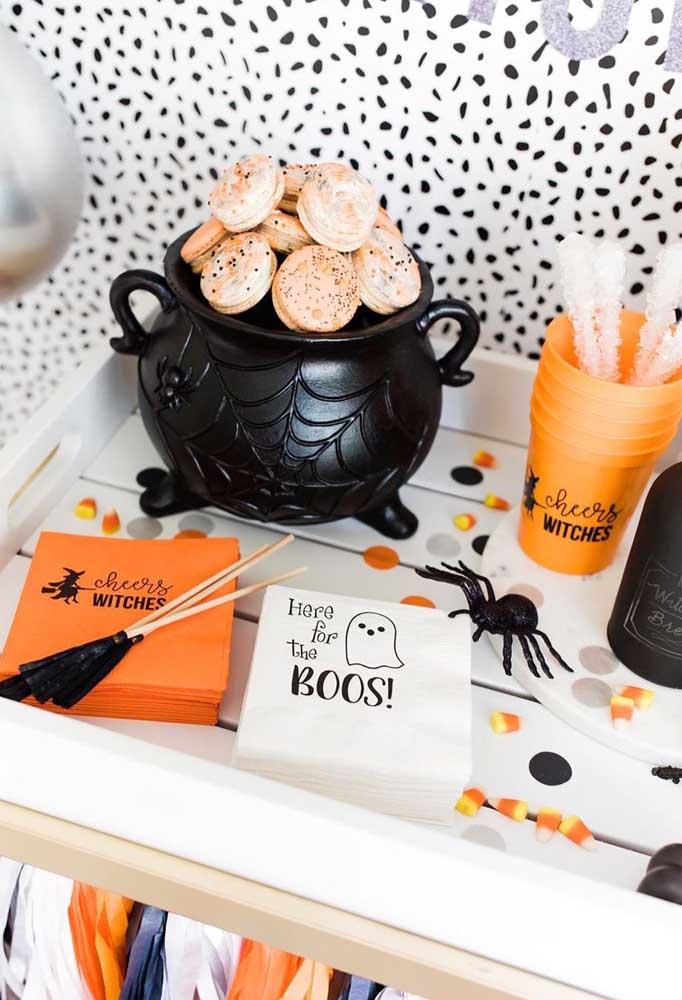 A mesa está posta para o Halloween