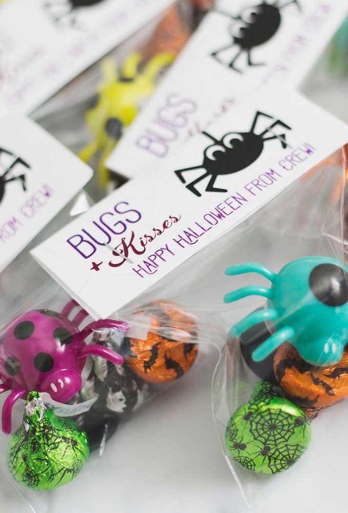 Que tal chocolates peçonhentos para distribuir para os convidados?