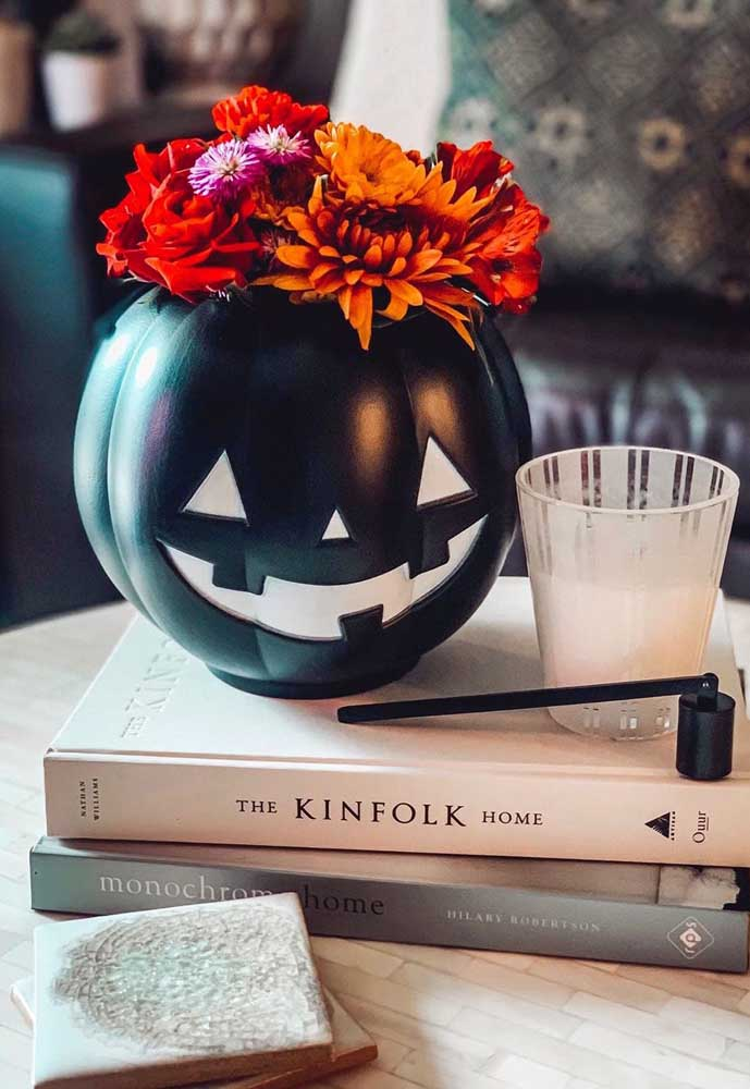 Uma abóbora florida para lembrar que é Halloween