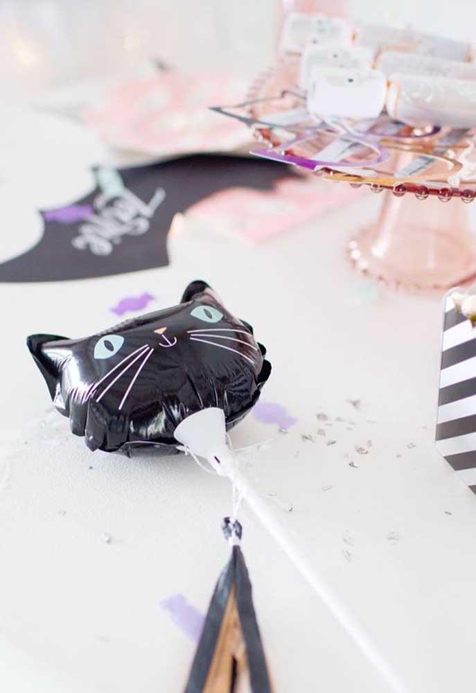 As crianças vão se divertir com os balões em formato de gato preto