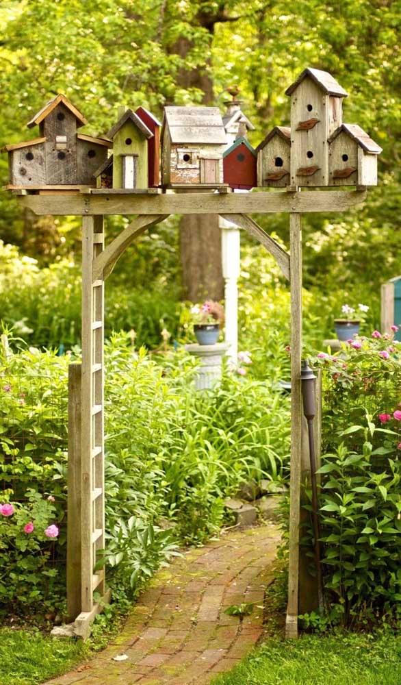 Convide os passarinhos para o seu caramanchão e deixem eles se divertirem!