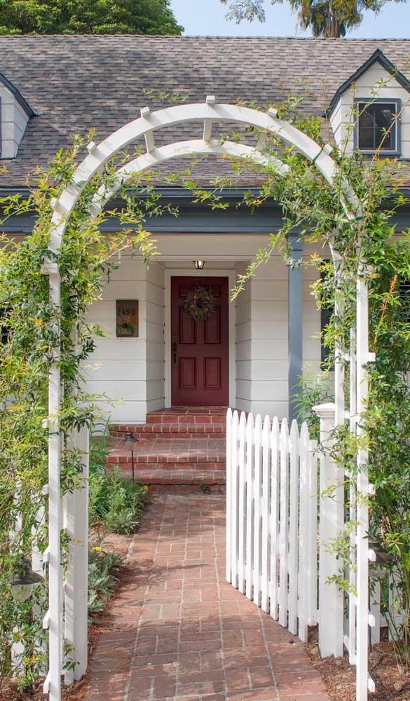 Caramanchão em arco para embelezar a entrada da casa