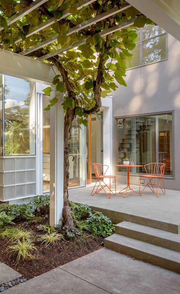 Casa moderna com caramanchão de concreto