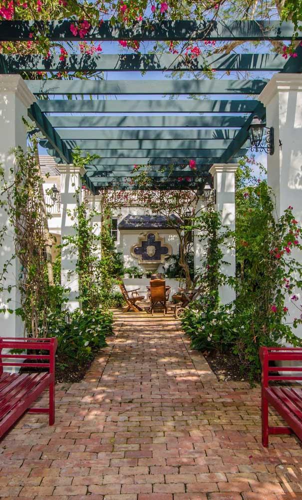 O que acha de um caramanchão no estilo das casas mediterrâneas?