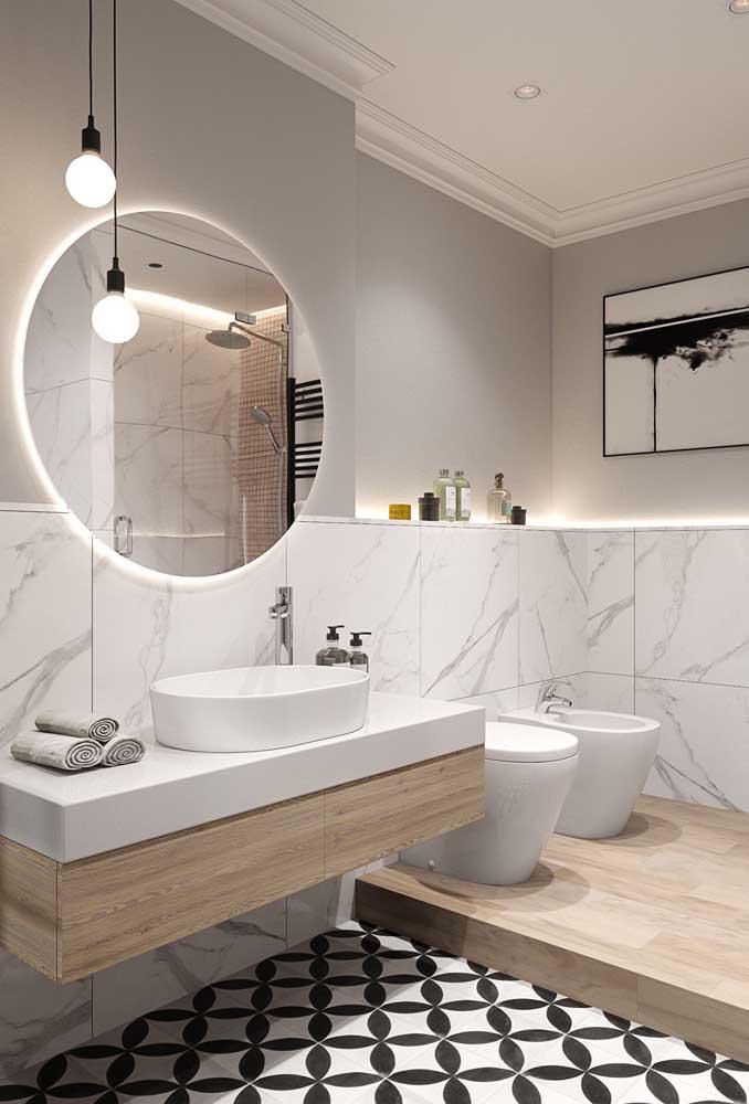 Área exclusiva no banheiro para acomodar a dupla vaso sanitário e bidê