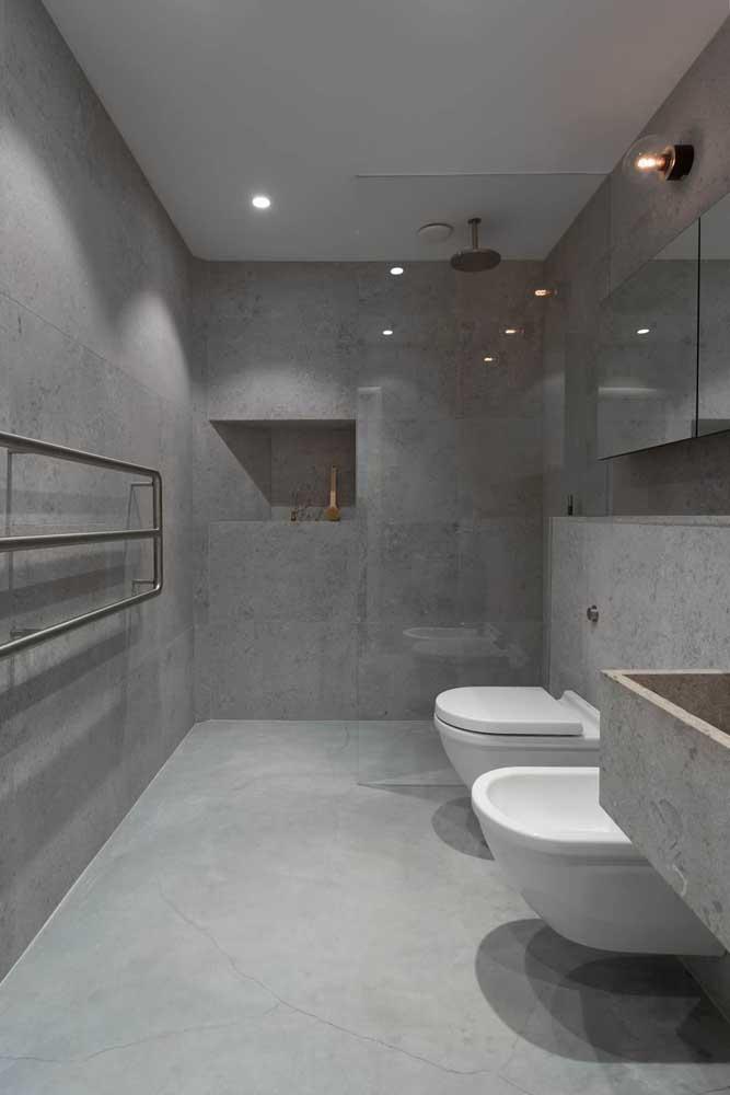 Banheiro clean e moderno com bidê instalado
