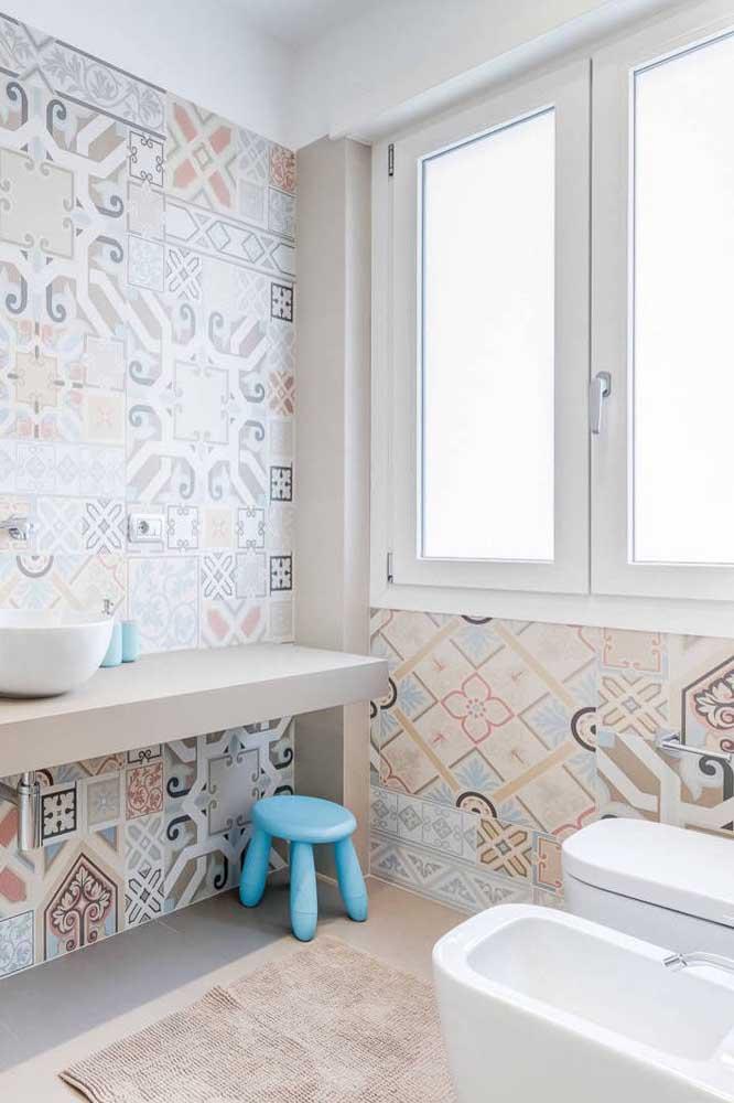 De formato mais alongado, esse conjunto de vaso e bidê é ideal para banheiros maiores