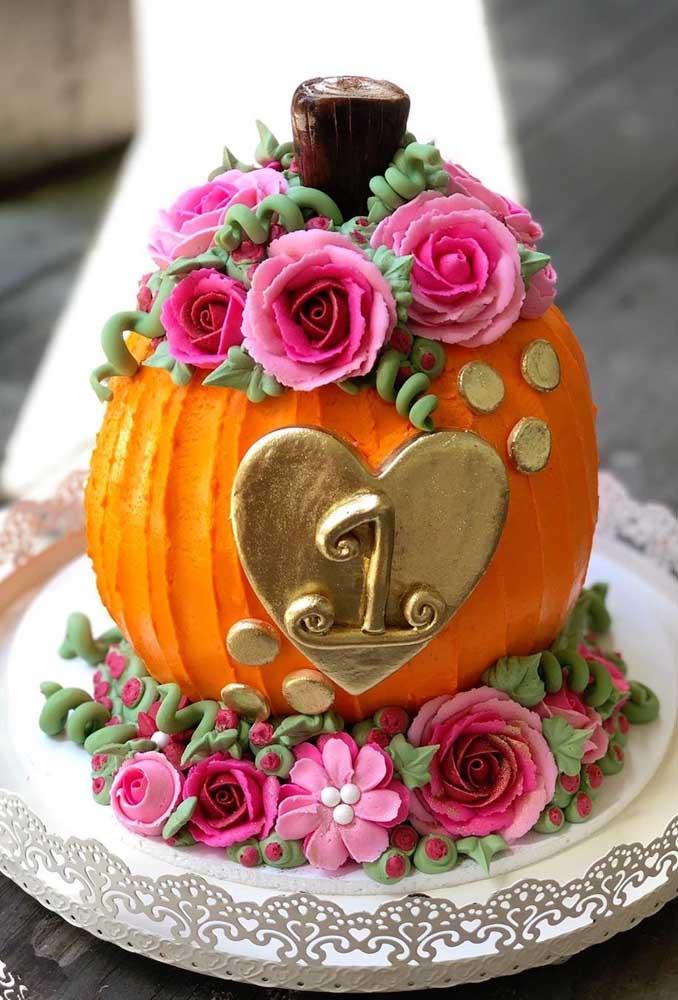 Que fofura esse bolo de Halloween para comemorar o aniversário de 1 ano