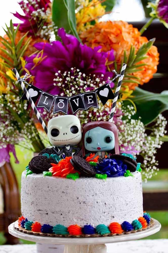"""O filme """"A Noiva Cadáver"""" é o tema desse bolo de Halloween infantil"""