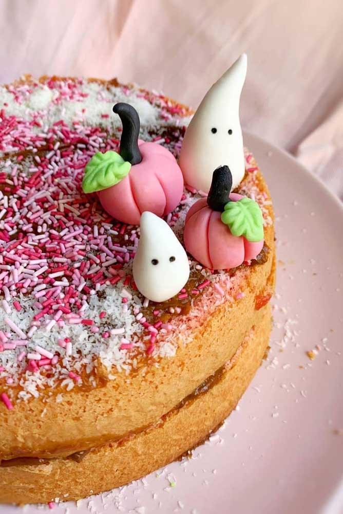 Um bolo simples de Halloween para alegrar a tarde da criançada em casa