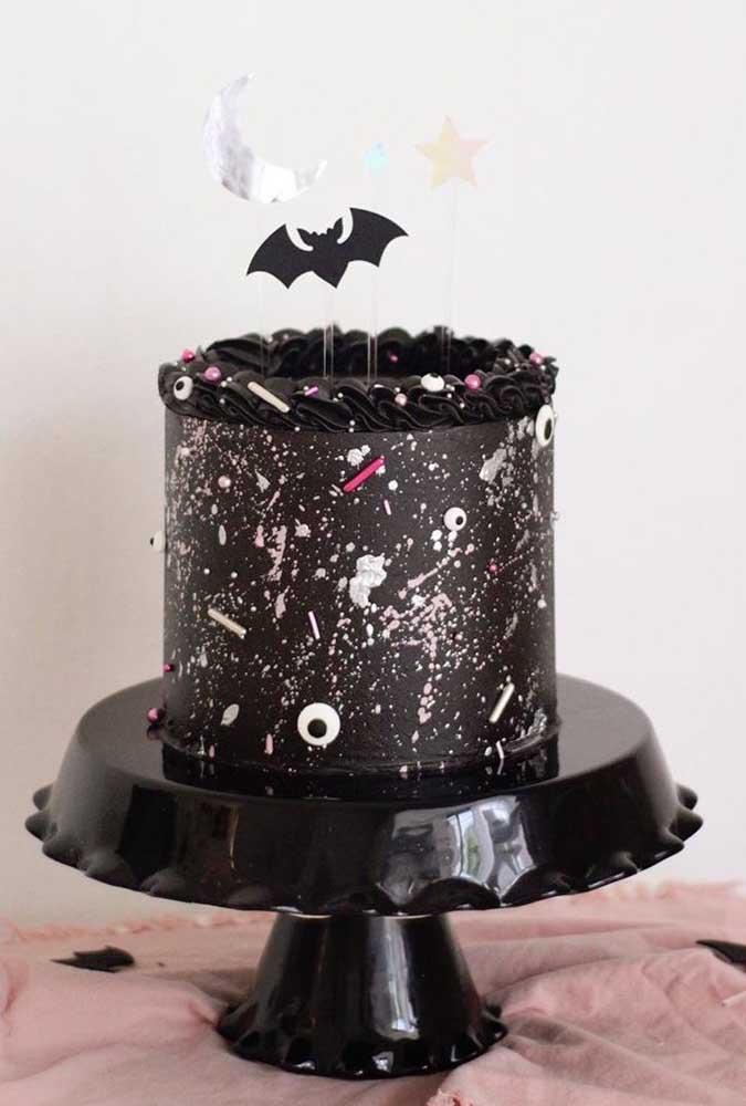 Bolo todo preto para inspirar o seu Halloween