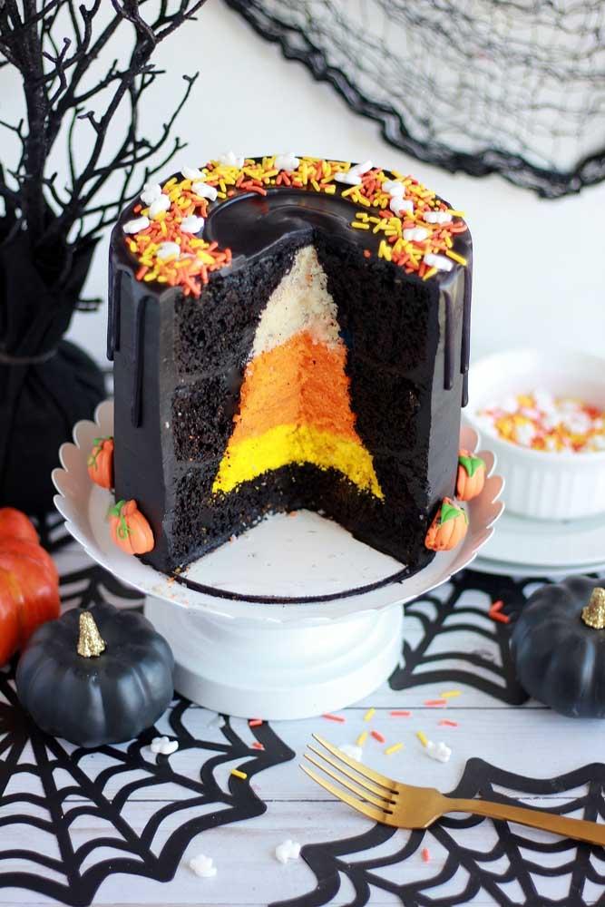 A massa do bolo de Halloween também merece destaque. Essa aqui é uma ótima sugestão!