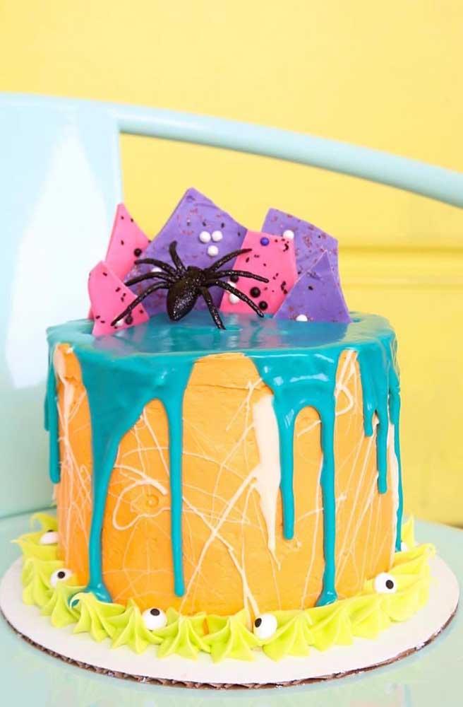 Mas para quem busca uma inspiração de bolo de Halloween infantil, essa aqui é perfeita!