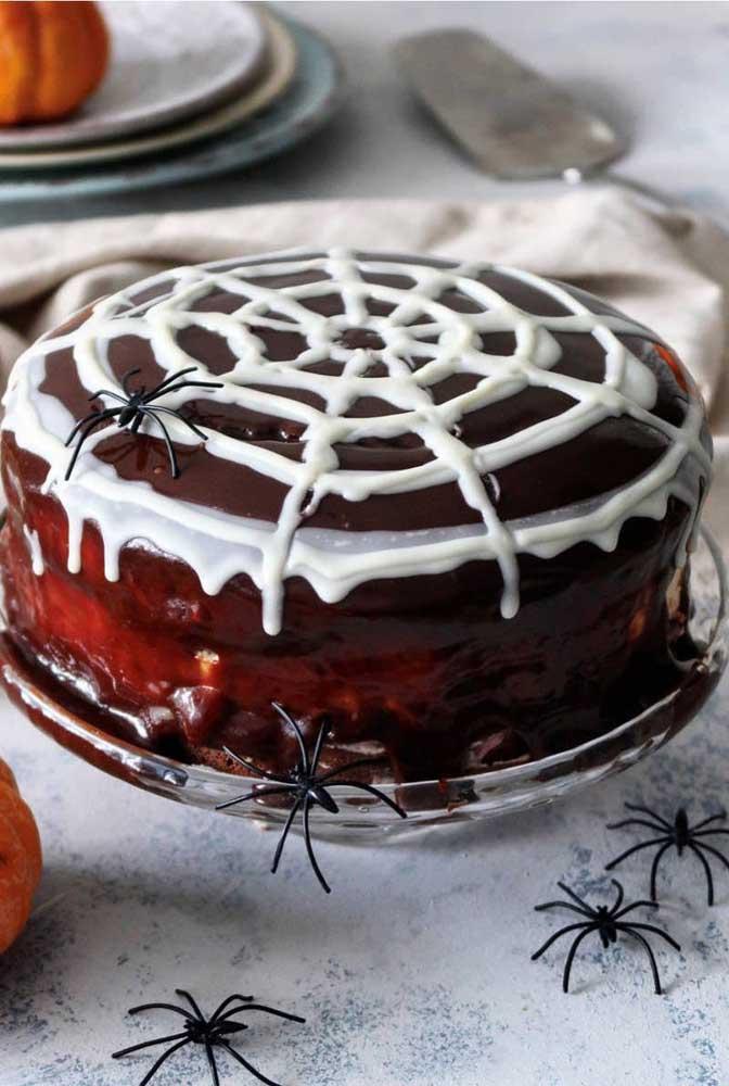 Teia de aranha no bolo? Só se for de açúcar!