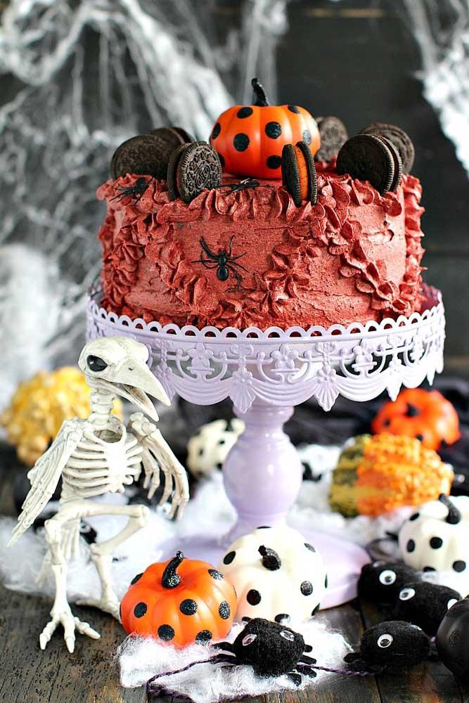 Chantilly e bolachas recheadas para um bolo de Halloween fácil e bonito