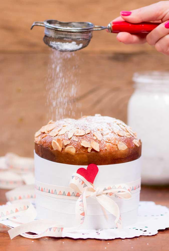 Açúcar de confeiteiro para um bolo de natal deliciosamente simples