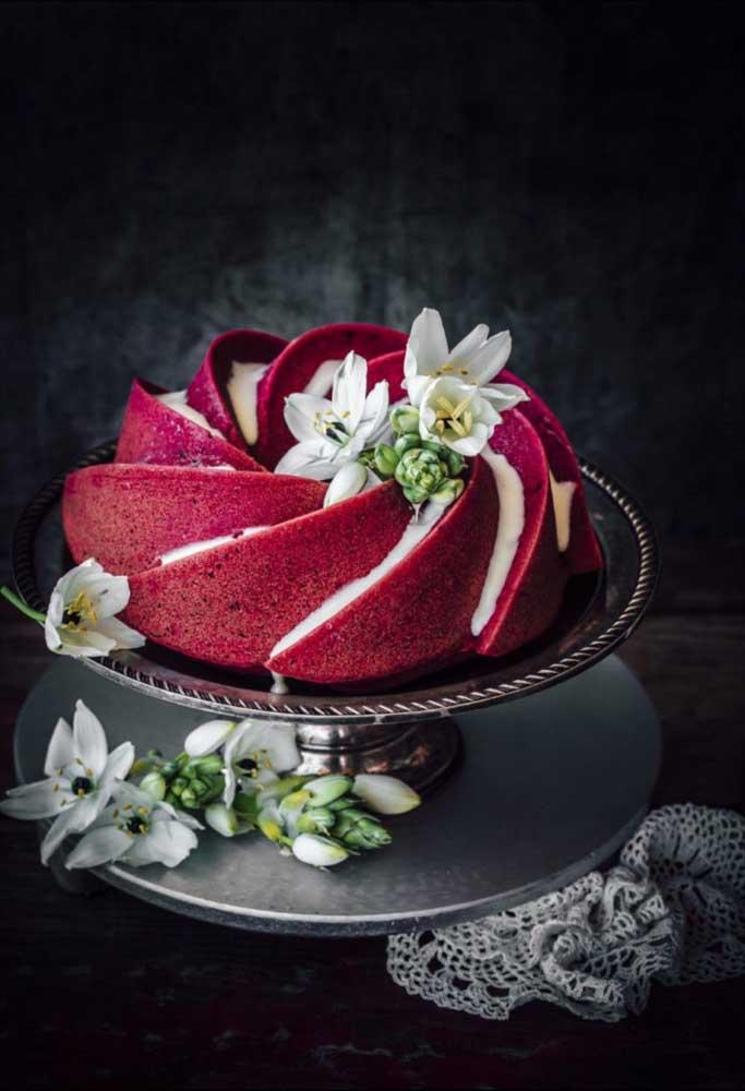 Uma linda e elegante opção de bolo de natal com massa vermelha