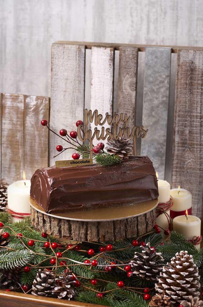 Arrume um lugar bem bonito na mesa de natal para colocar o bolo