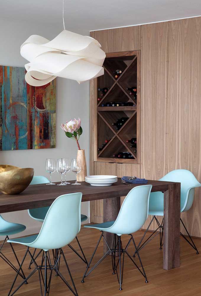 Contemporâneo, esse lustre para sala de jantar apostou em traços orgânicos para se diferenciar