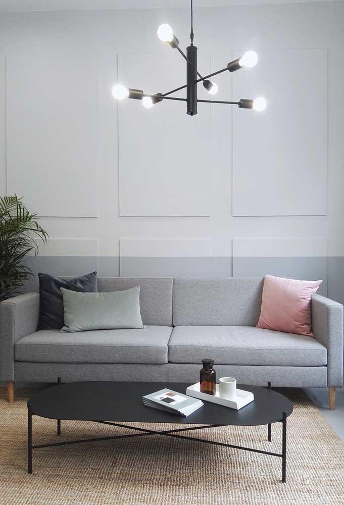 Lustre moderno para sala de estar. O direcionamento das lâmpadas é uma grande característica desse modelo